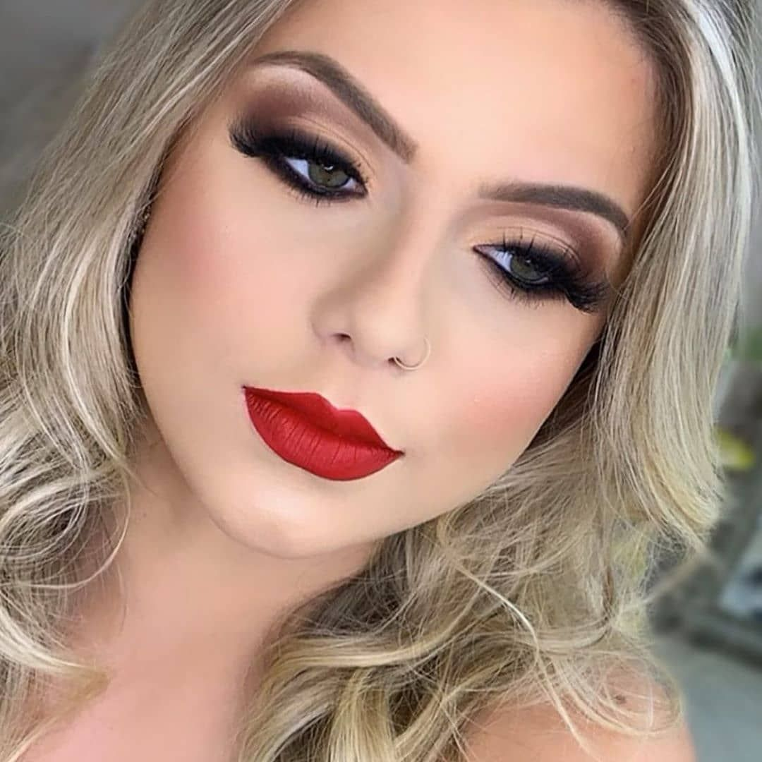 21 Bold Blue Makeup Looks Maquillaje de novia sencillo