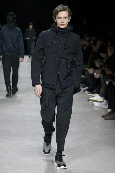 View the full Y-3 Fall 2017 menswear collection.