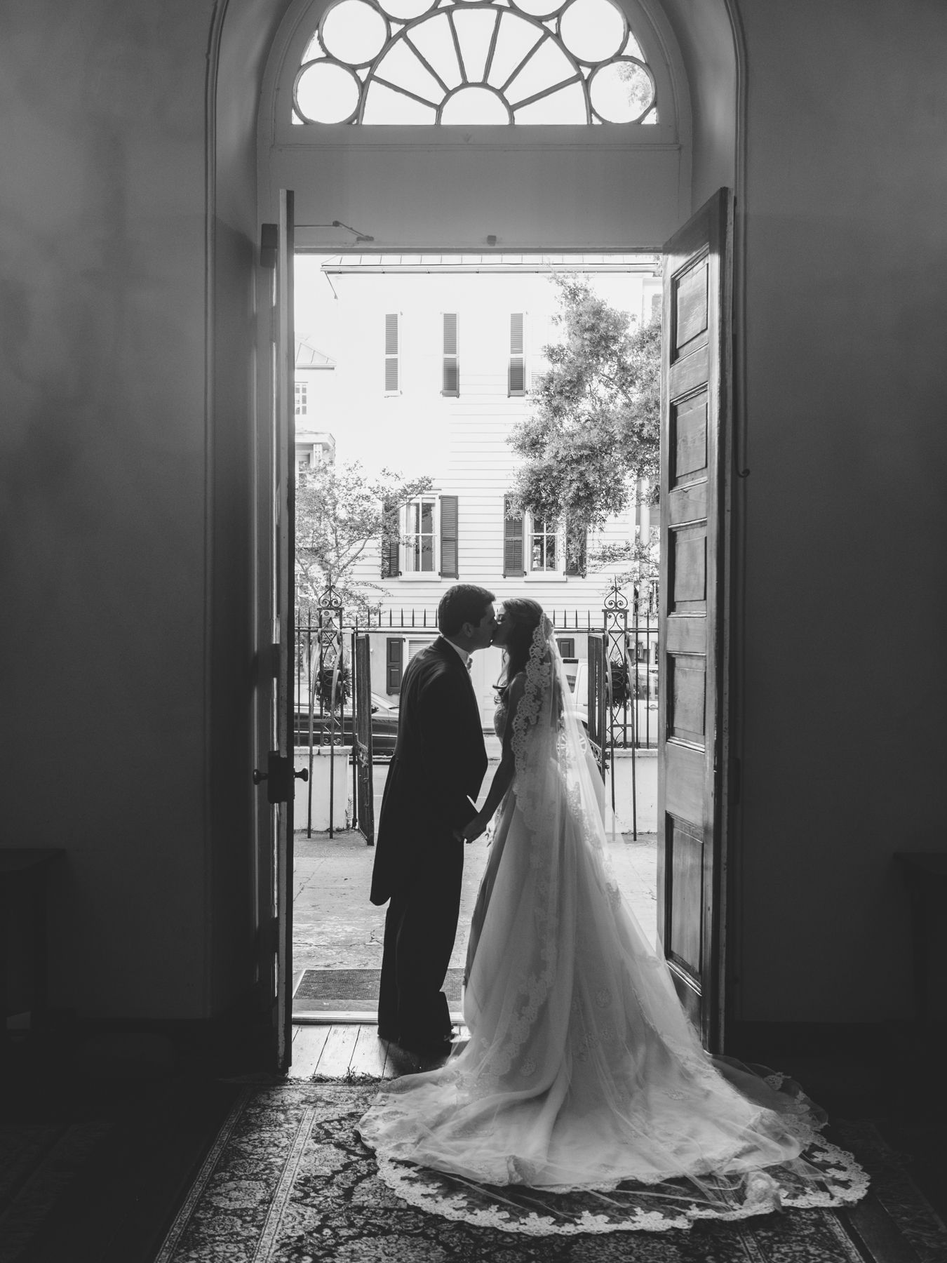 Bride And Groom Just Married First Kiss First Baptist Church Charleston Sc Wedding Shots Destination Wedding Photographer Wedding Photographers