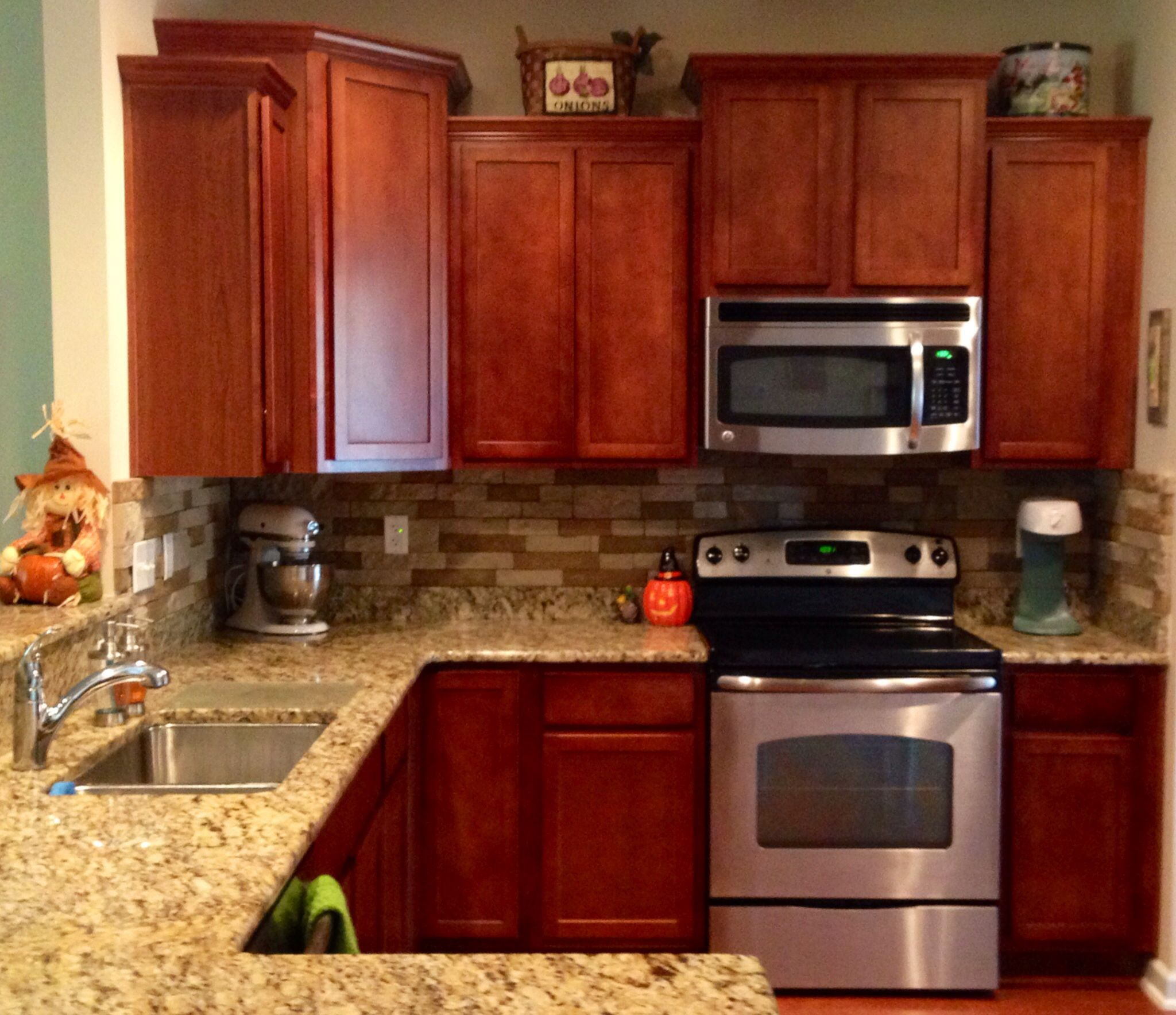 "Kitchen Backsplash Cherry Cabinets: Airstone Backsplash In Kitchen ""Autumn Mountain"". Maple"