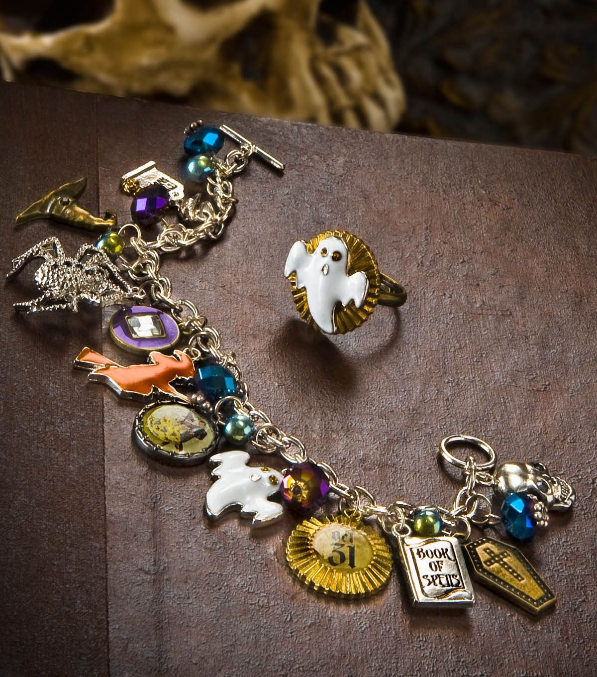 This Halloween charm bracelet and ghost ring set is so cute!