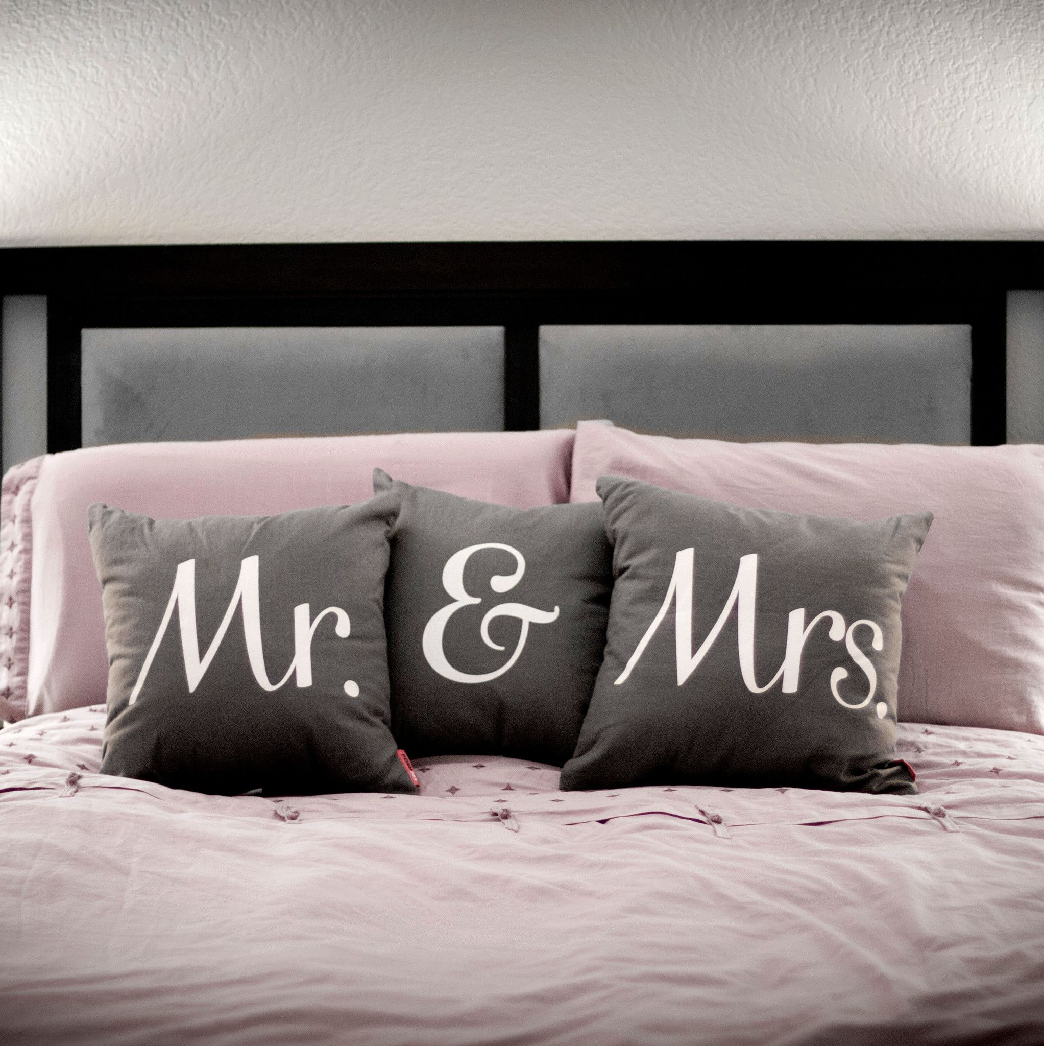 mrs grey throw pillow coussin pillows home bedroom et. Black Bedroom Furniture Sets. Home Design Ideas