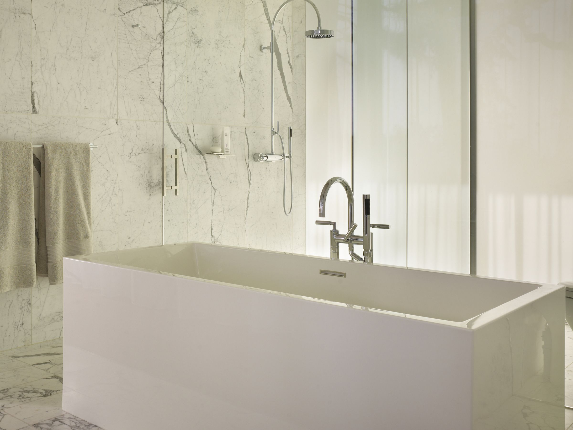 Sculptural white on white: classic, but completely modern with an ...