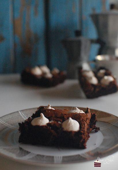 Baiser Brownie  http://sweetpie.de/2014/08/02/baiser-brownie/