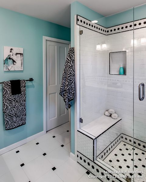Black And White And Teal Bathroom Love The Colors Bolshie Vannye Komnaty Dom Domashnij Dizajn
