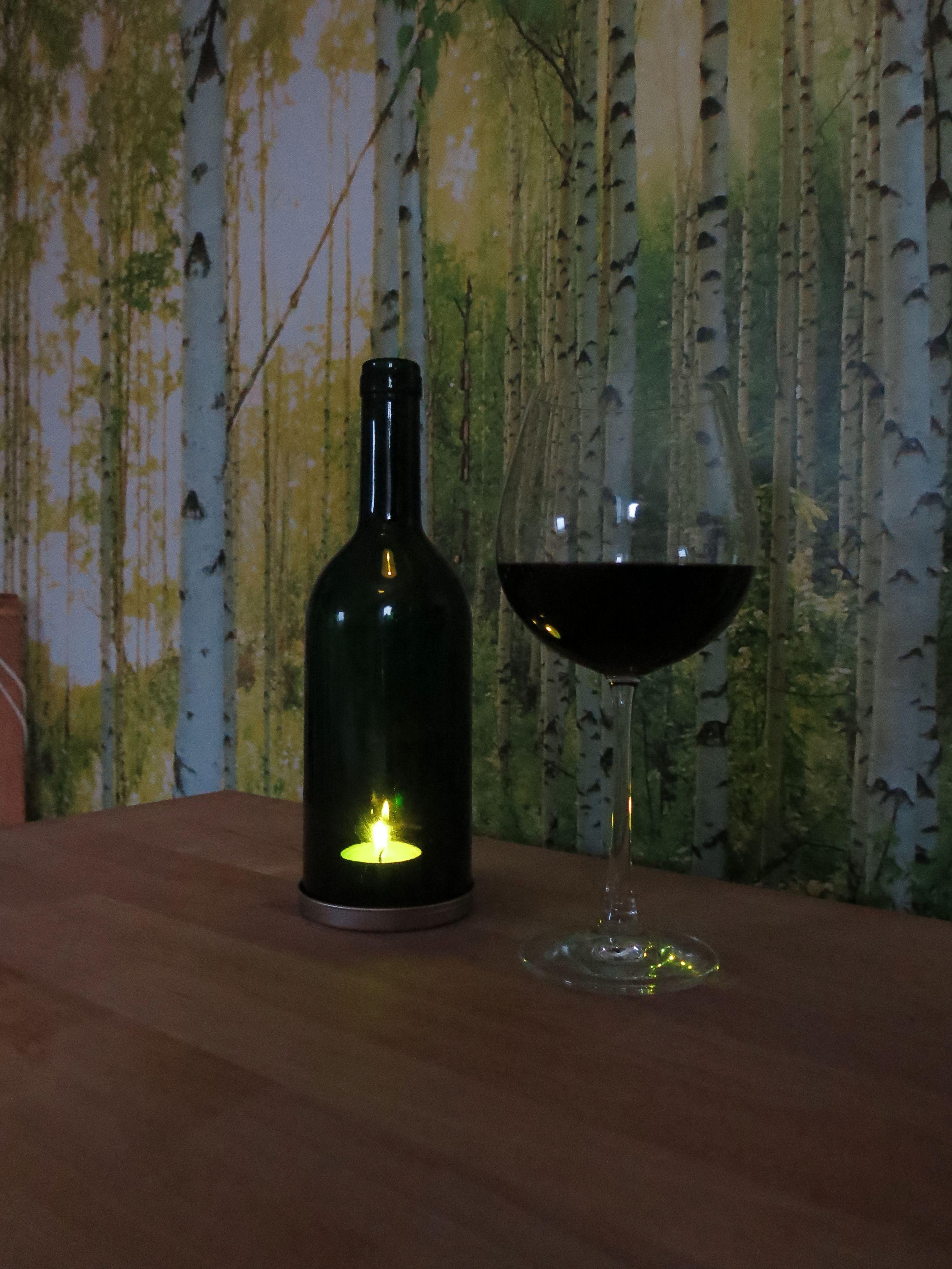 Der erste Test. Die Weinflasche wurde mit Hilfe eines Glasschneiders ...