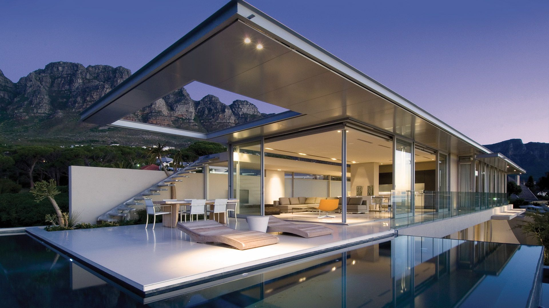 ZA First Crescent A Minimalist Home Commanding 270 Degree View Of Lions Head