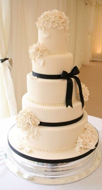 Wedding Cake Gâteau De Mariage Blanc Et Très élégante Avec