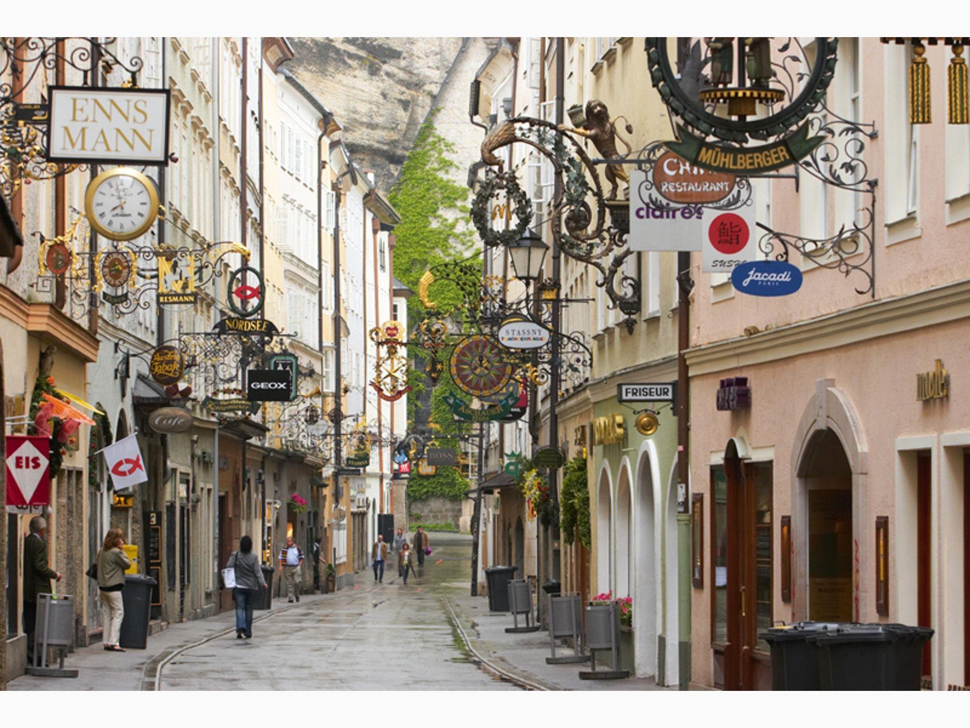 Salzburg shopping street: Getreidegasse   Salzburg, Austria