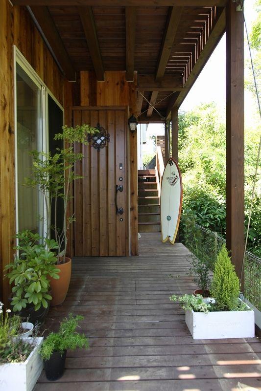 来客を心地好く迎え入れる玄関アプローチ 玄関アプローチ 玄関