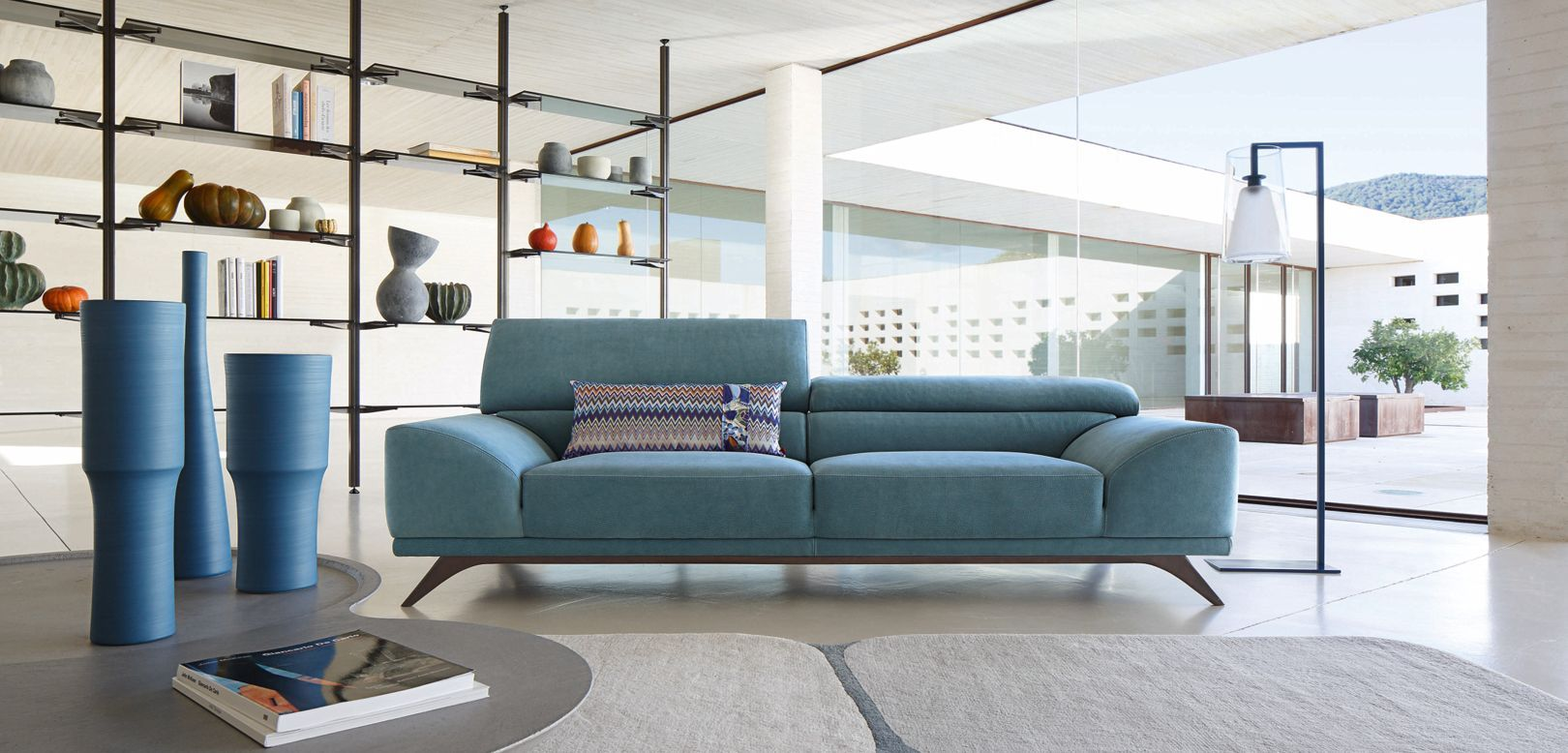 This sofa looks amazing roche bobois huge three seats for Coussin canape exterieur