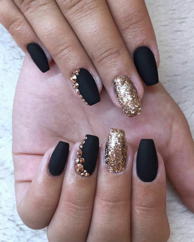 So Cute Short Acrylic Nails Ideas You Will Love Them Gold Gel Nails Black Gold Nails Gold Nails