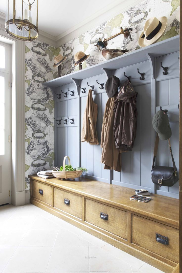 Outstanding Painted and timber traditional period boot room ...