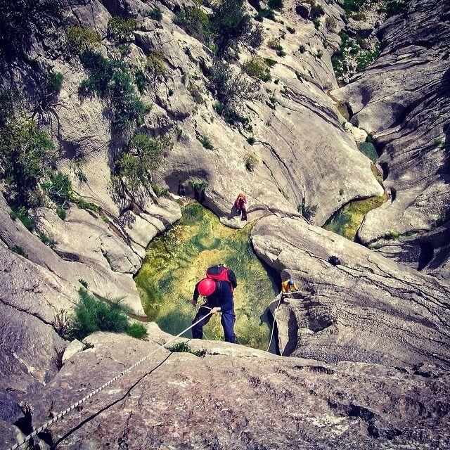 Questa foto è stata realizzata durante uno spettacolare e suggestivo #canyoning a Badde Pentumas nel territorio di #Oliena (NU), una delle maggiori mete per il trekking e l'alpinismo in #Sardegna, grazie alla presenza di una via ferrata. #sardinia #allwayssardinia  Foto Corrado Conca - Risorsa Sardegna Promozione