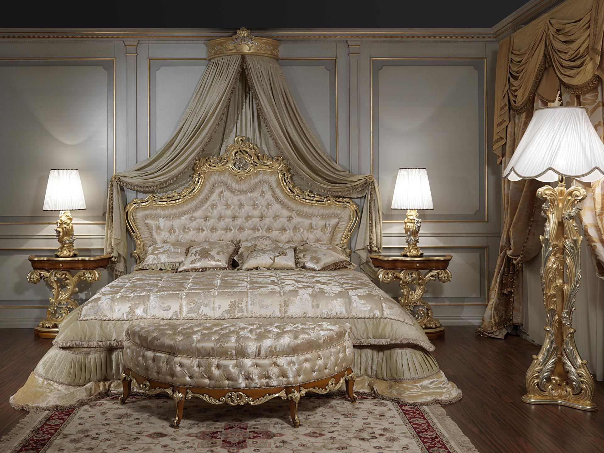 Baroque bed for the roman baroque style of the seventeenth