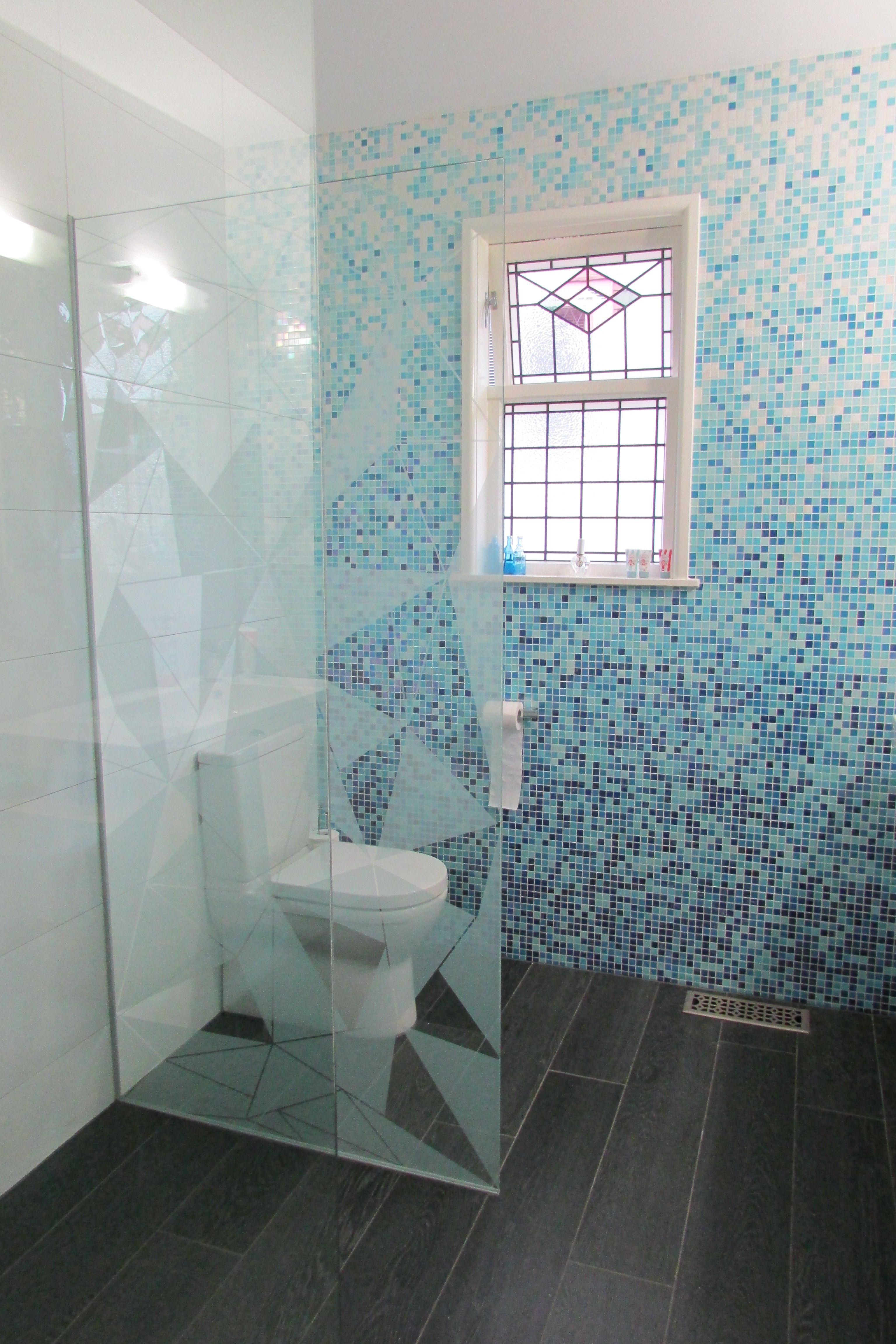 Bisazza Gladiolo & Bioplank woodlook | Bathroom Tile Ideas ...