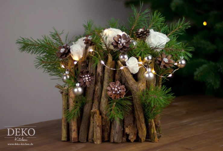 diy weihnachtsdeko basteln adventsgesteck mit zweigen. Black Bedroom Furniture Sets. Home Design Ideas