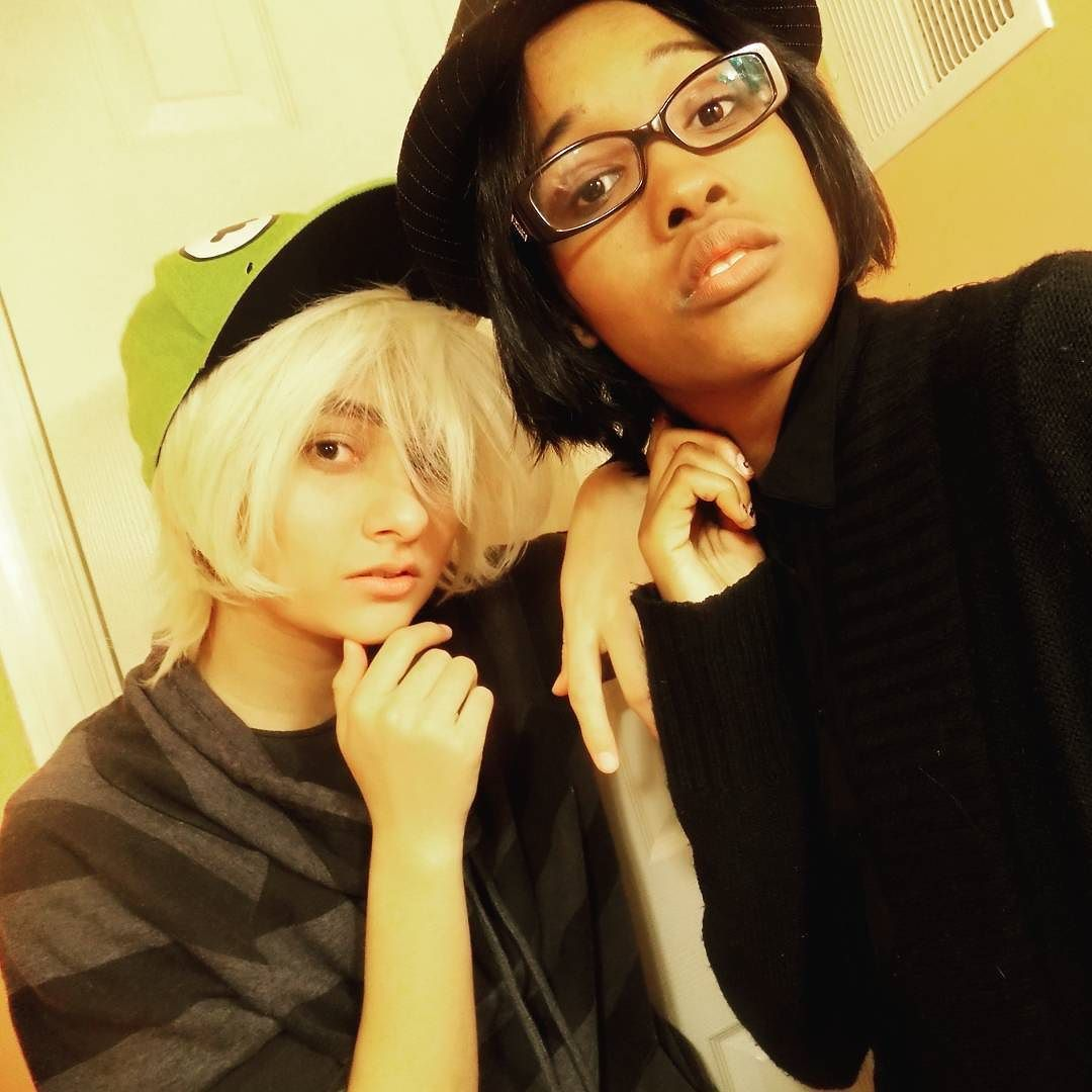 Some more fun crossplay pics with bestie some random crossplay with