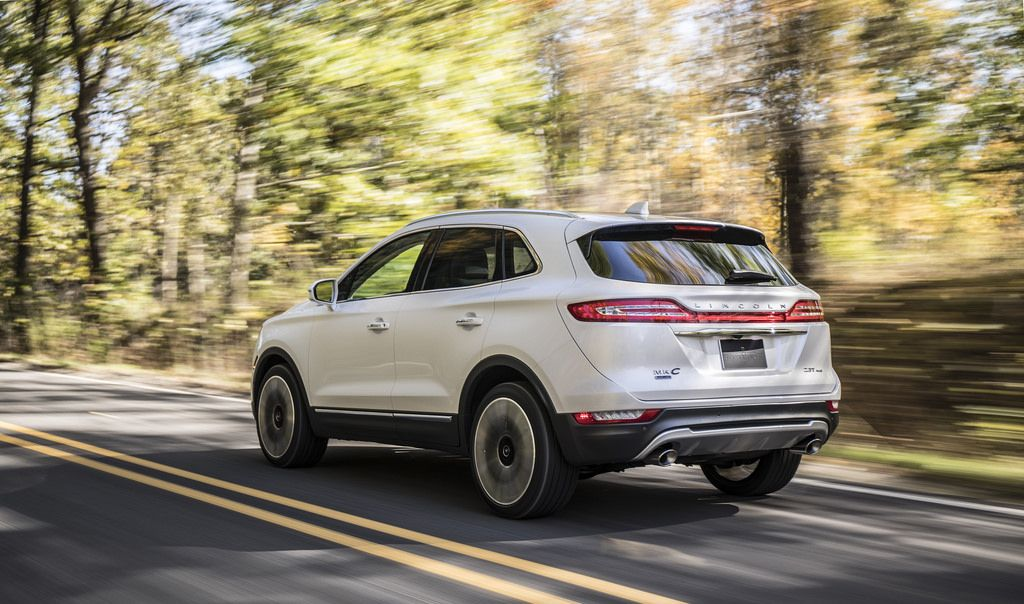 New Lincoln Mkc Small Suv Amps Up Style Connectivity To Stand Out From The Crowd Lincoln Mkc New Lincoln Lincoln