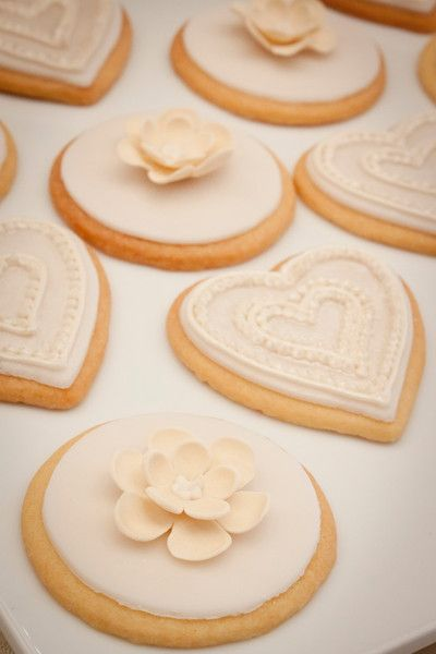 Candy Station / Wedding Cookies - María Andrée Couture Cakes