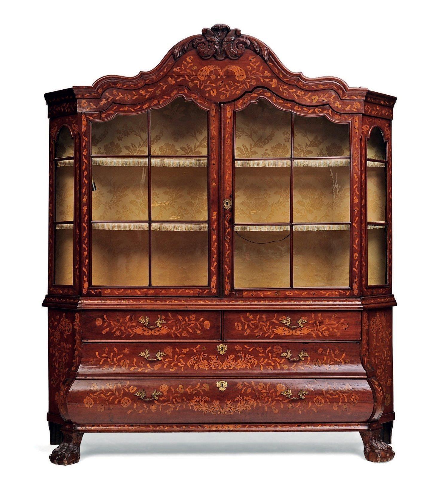 meuble vitrine en marqueterie de bois clair sur fond de ch ne la partie sup rieure enti rement. Black Bedroom Furniture Sets. Home Design Ideas