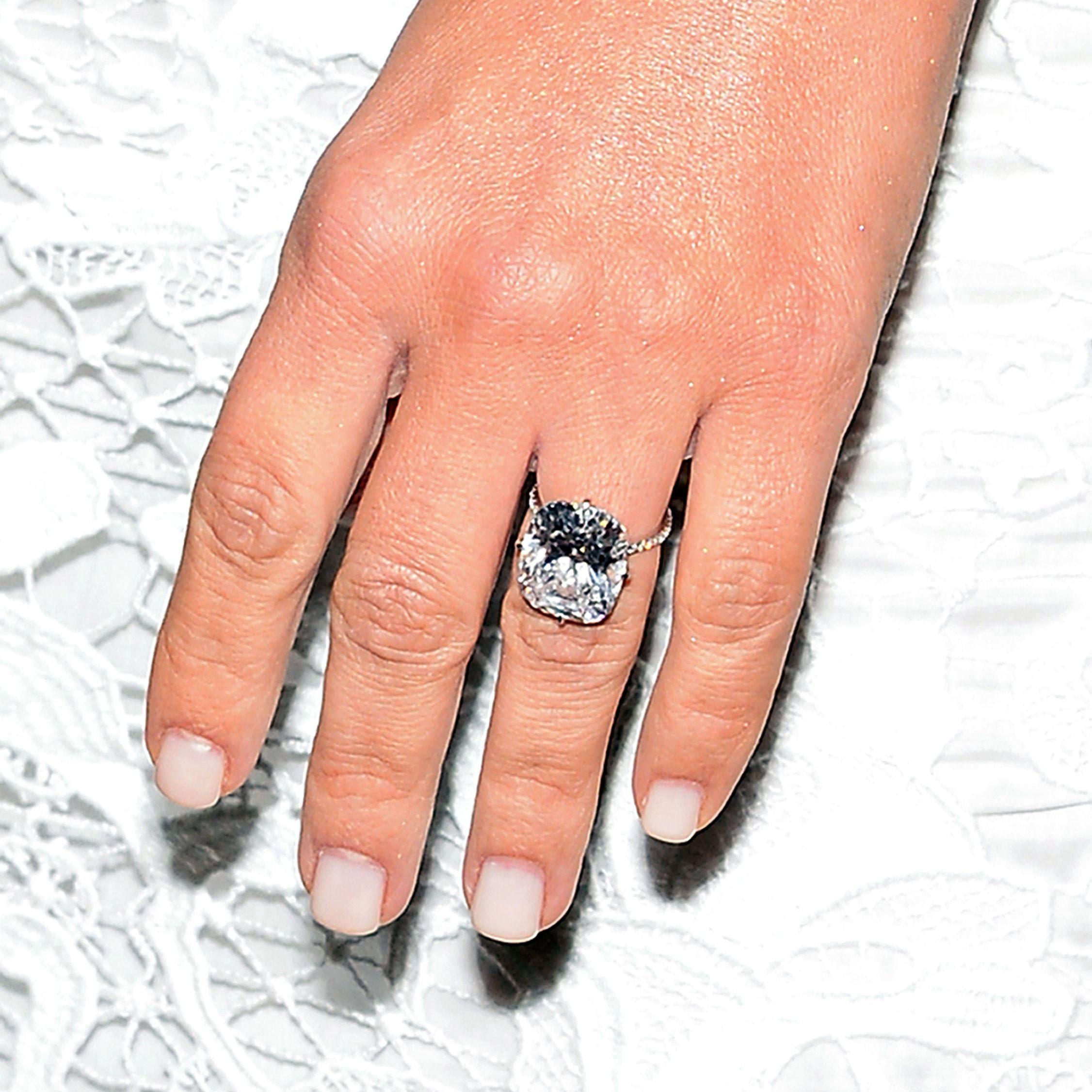 Love It or Leave It? Kim Kardashian\'s Winter-White Manicure | White ...