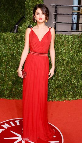 Selena looked classy and fierce in red! The Dolce   Gabbana Grecian like  gown fit her perfectly. She looked sophisticated and beautiful! 71fdfedc85a7