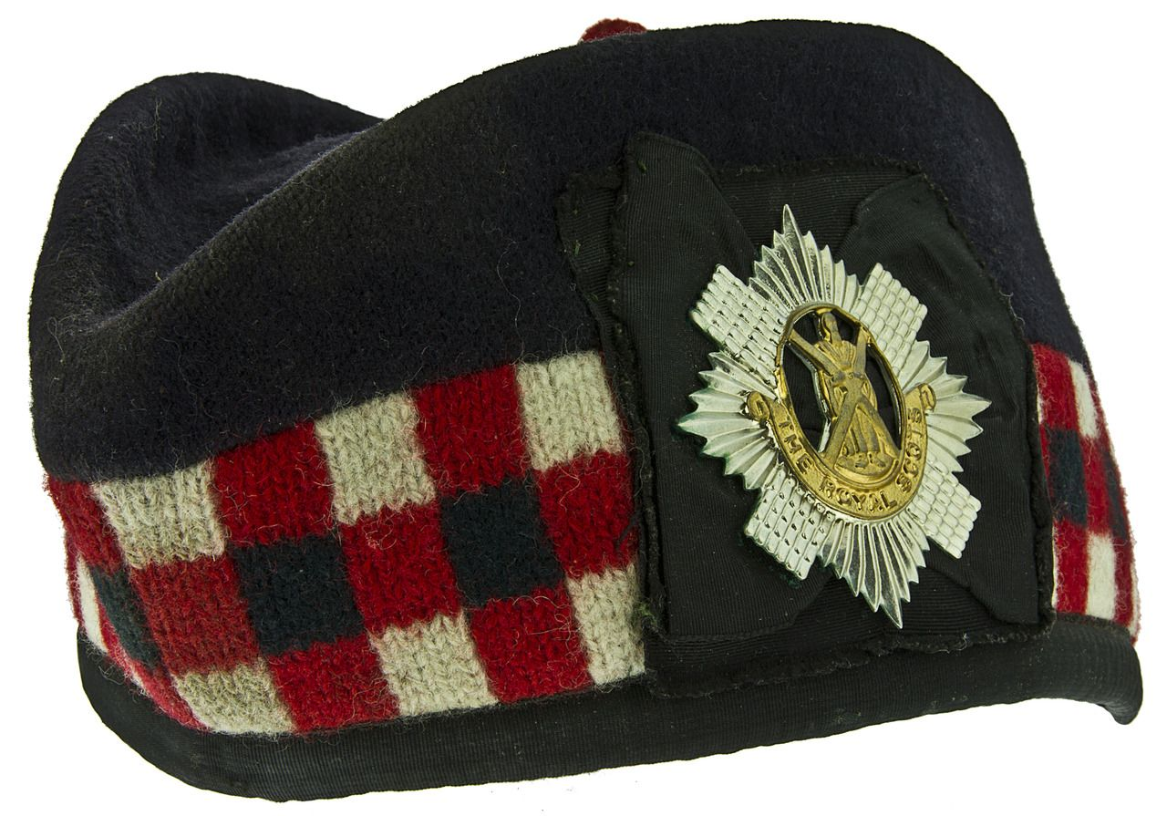 Glengarry Royal Scots A Traditional Scots Cap Normally Worn As Part Of Scottish Military Or Civilian Highland Dress Scottish Army Tartan Fashion Military Cap
