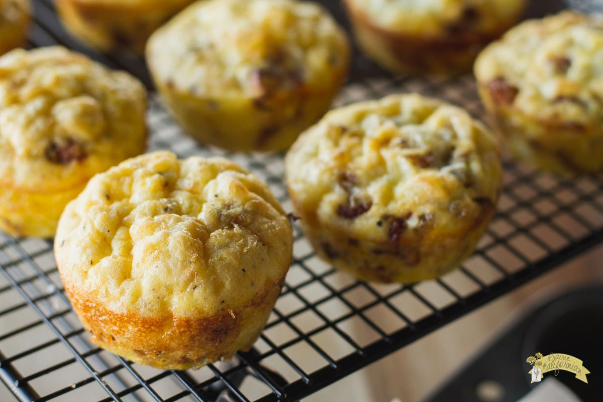Caramelized Onion and Bacon Frittata Muffins #baconfrittata