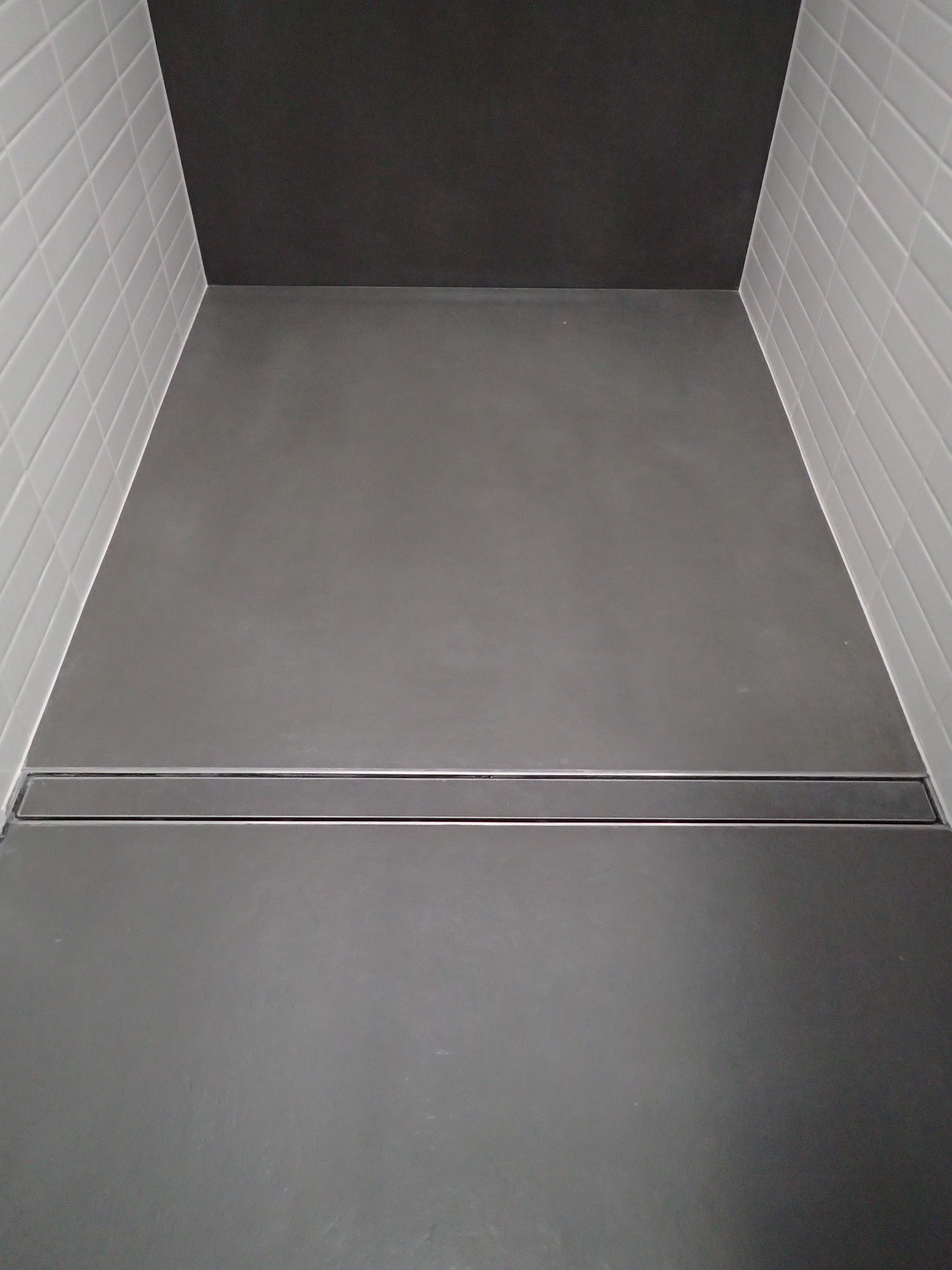 Walk-in shower with room width linear drainage  Material: • GIGACER