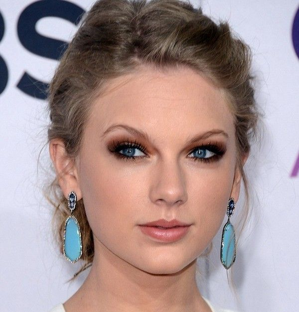 I Love This Look Brown Smokey Eye With Turquoise Earrings Would Be