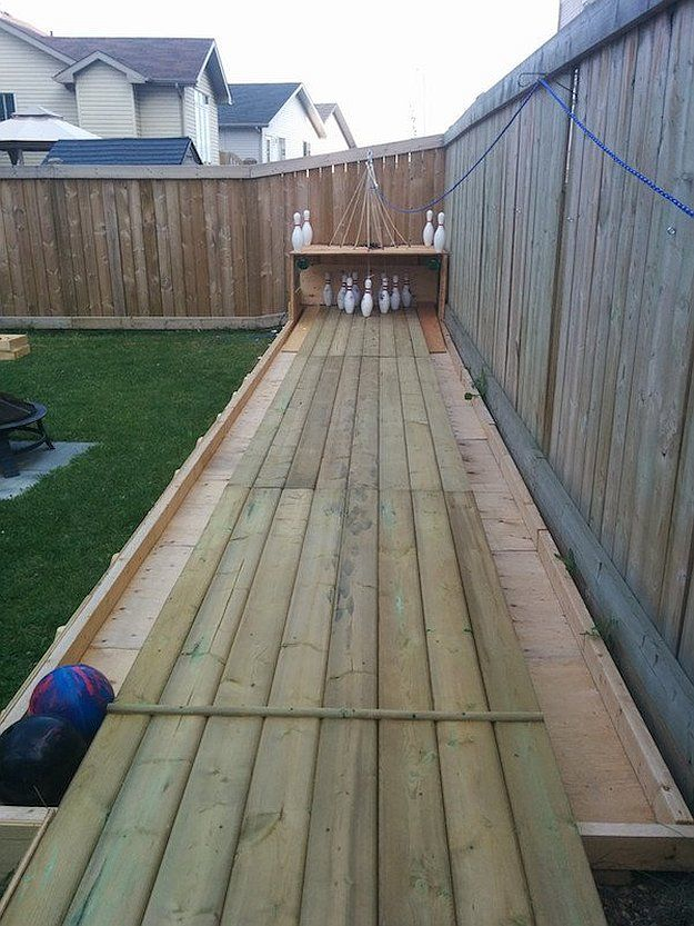 Turn the backyard into your very own bowling alley by DIY Ready at  http://diyready.com/build-your-own-backyard-bowling-alley/ - Setting Up Your Own Backyard Bowling Alley Decoração Pinterest