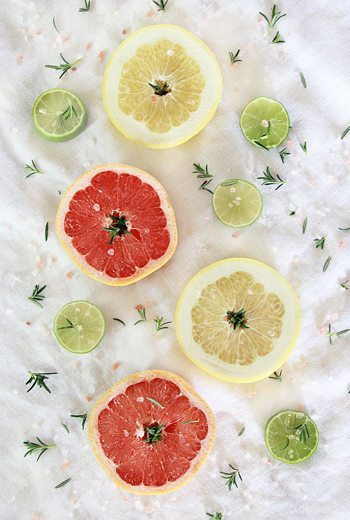 Rosemary Infused Grapefruit Vodka Cocktail #grapefruitcocktail