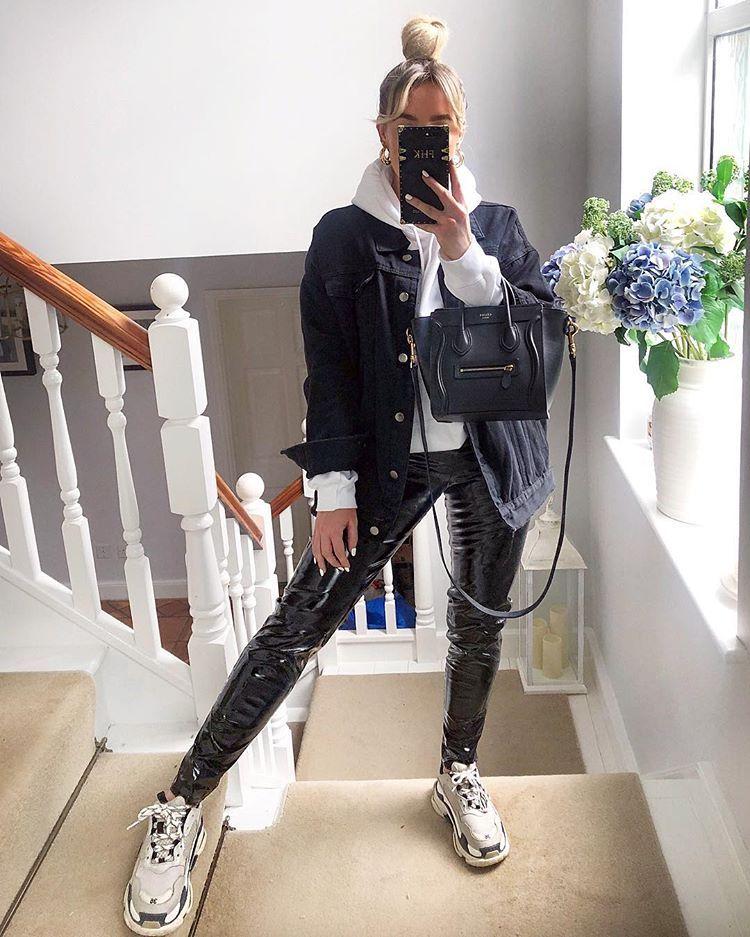 """Photo of FREYA KILLIN. på Instagram: """"Midt i april og jeg er kledd ut som i desember, halvt glad for det selv om sommeren min gikk tapt i innlegget. Alt er -…"""""""