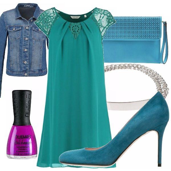 Abito verde che scivola addosso indossato con scarpe e borsa color  petrolio  la vita può 65d4c3cc77f