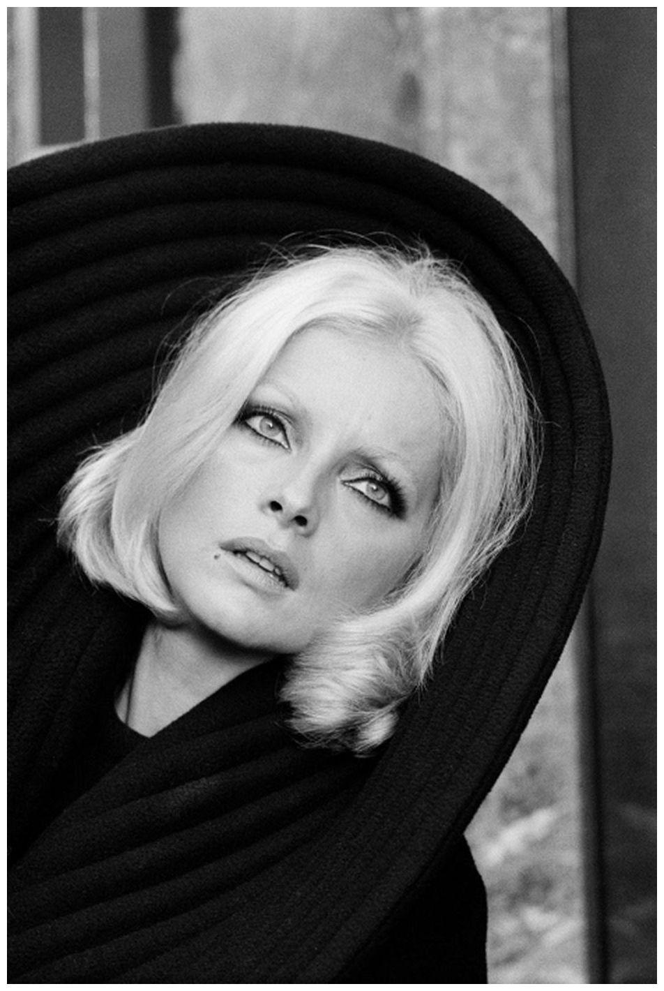 photo Virna Lisi (born 1937)