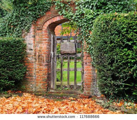 stock-photo-rustic-ivy-covered-arched-gateway-and-red-brick-wall-into-an-english-garden-117688666.jpg (450×396)