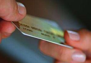 AFIP reembolsará el 15% a compras con tarjeta en el extranjero: Los consumidores que no tributan bienes personales y ganancias e hicieron compras con tarjeta en el exterior quedaron habilitados por AFIP para iniciar desde el 1 de febrero, a través de la web, el trámite para que les sea reembolsado el 15 por ciento que se empezó a retener desde el 15 de octubre.