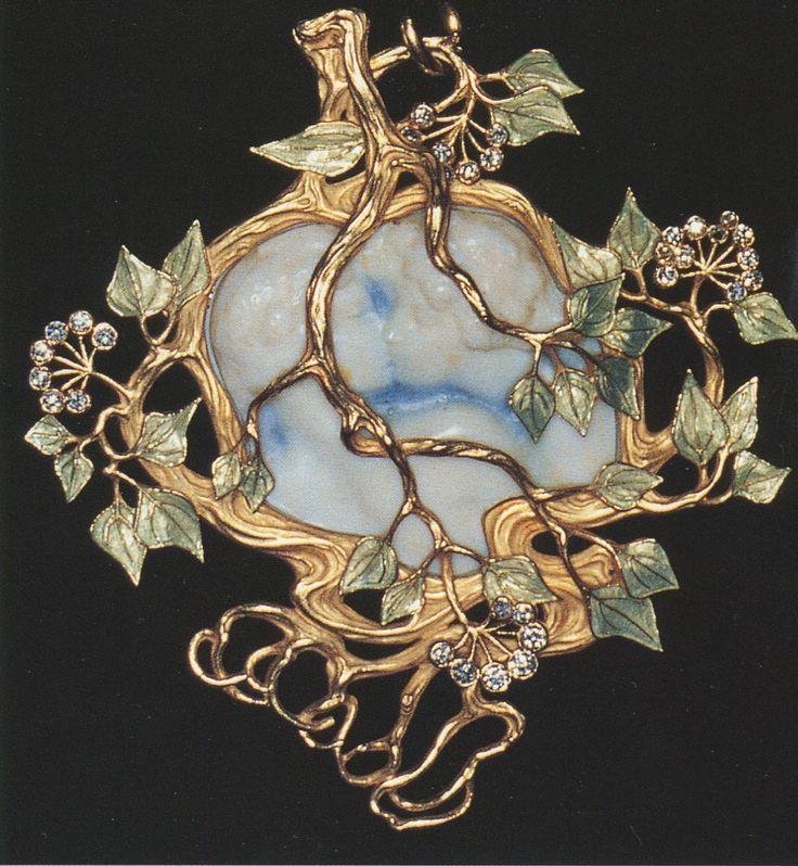 Lalique 1900 'Kiss' Pendant: ivory/ enamel/ gold/ diamonds.: