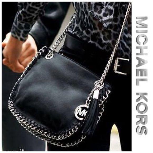 Sold Preowned Michael Kors Chelsea Handbag This Haute Shoulder Bag Features Silver Tone