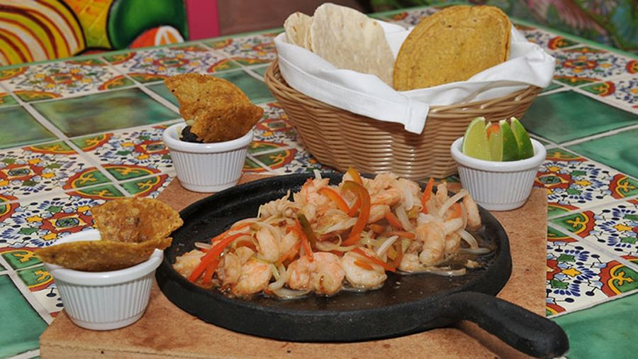 Businessman from Yucatan opens Mexican restaurant in #Havana https://cubaholidays.co.uk/news/113441/businessman-from-yucatan-opens-mexican-restaurant-in-havana An entrepreneur from the Mexican state of Yucatan has seen a gap in the market in Havana, Cuba and has decided to fill it. He has created one of the first Mexican restaurants in Cuba, offering authentic Mexican food as well as live entertainment. Could this be the beginning of a Mexican food trend in Cuba?