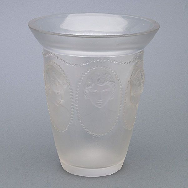 #Lalique Vase #michaans http://www.michaans.com/highlights/2013/highlights_02032013.php