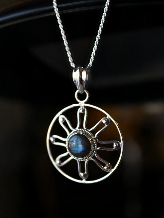 This pretty and whimsical Labradorite necklace features a 925 sterling silver round star/flower like pendant with an embedded blue flash smooth