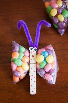 Another pinner says cute and easy for a quick last min idea very cute and super easy springeaster craft what you need clothes pins pipe cleaners googly eyes jelly beans zipl negle Choice Image