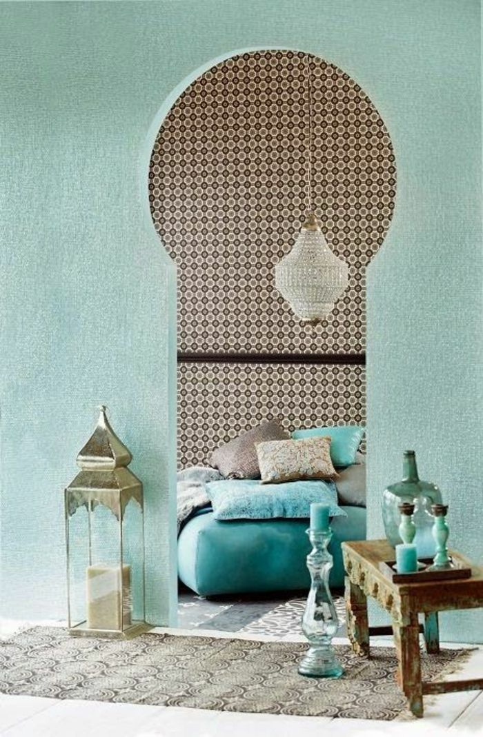 orientalische h ngelampen im schlafzimmer bett mit vielen kissen interieur design in blau gr n. Black Bedroom Furniture Sets. Home Design Ideas
