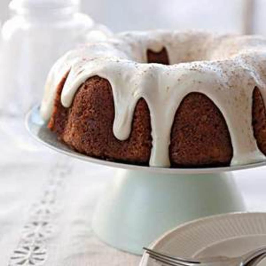 Carrot Pineapple Bundt Cake With Sour Cream Frosting Rachael Ray Every Day Sour Cream Cake Sour Cream Frosting Dessert Recipes