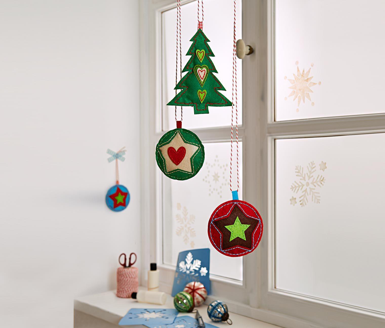 Festliche #Dekoration fürs Fenster: Filzanhänger- #Bastelset für €12,95 bei #Tchibo