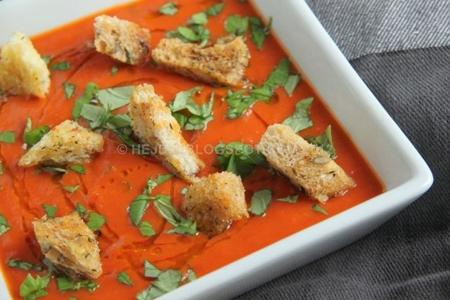 Tomato soup with baked garlic