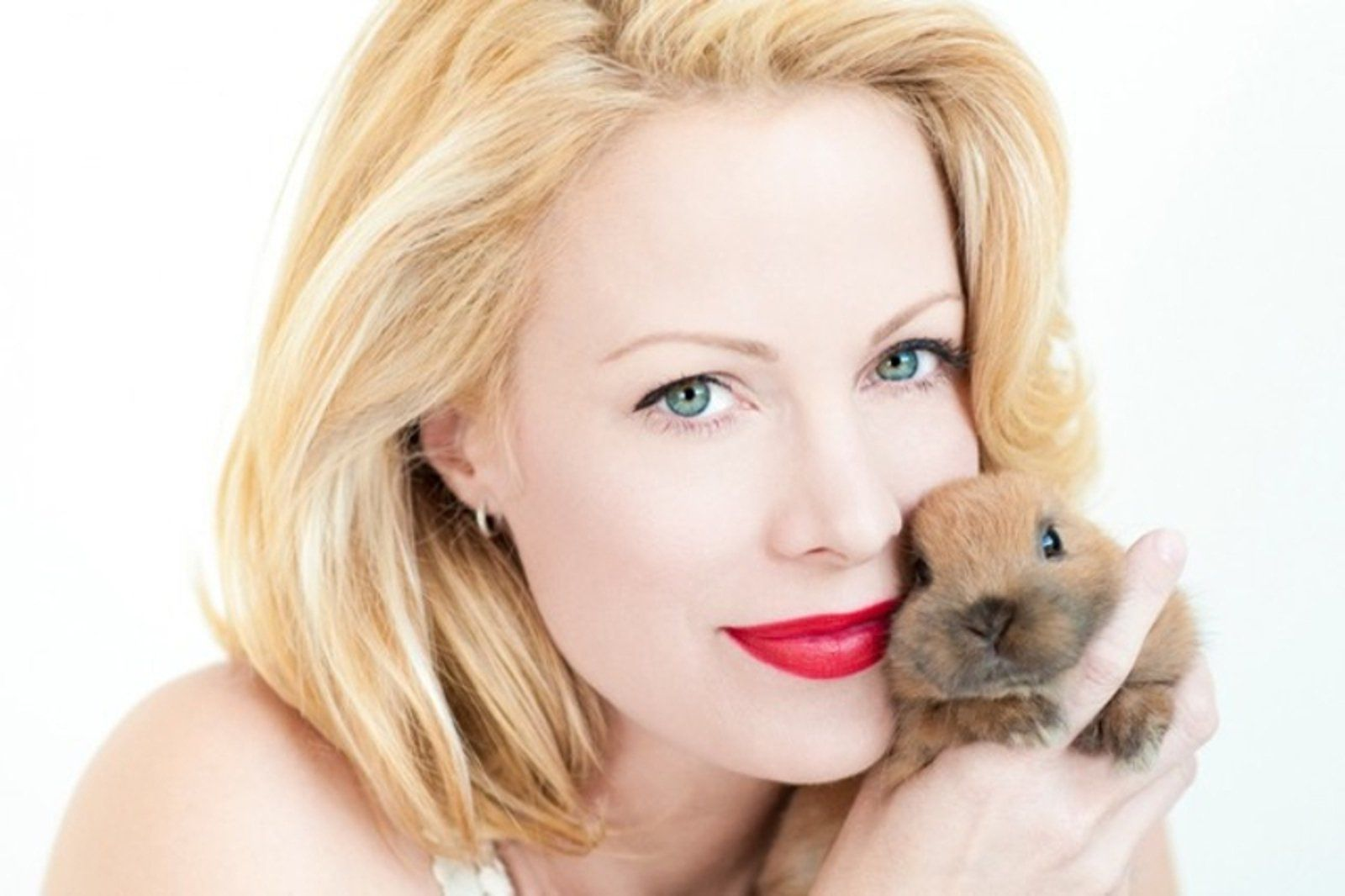 In the face of the pet homelessness situation, the renowned actress and animal activist Alison Eastwood is determined to make a difference.