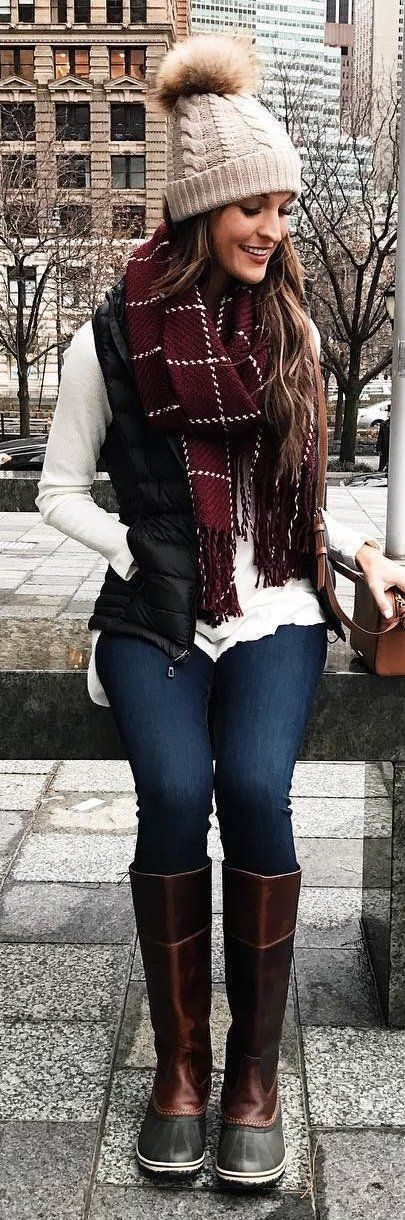 Winter style. What to wear to look at Christmas lights in New England. Boston style. Knitted hat, blanket scarf, sweater, vest, jeans, boots #ad #boston #winterstyle #vest #hitchocolate #christmaslights